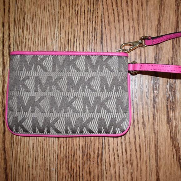 Michael Kors Handbags - Michael Kors Wristlet - NEW